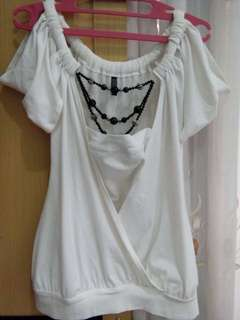 White blouse with acc