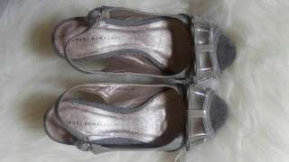 Grey ribbon pump shoes
