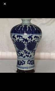 CLEARANCE SALES {Collectibles Item - Vintage Vase} Beautiful 【官】Blue & White With Meticulous Miniature Porcelain Vase 美丽蓝与白精細纤細纹瓷瓶