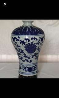 {Collectibles Item - Vintage Vase} Beautiful 【官】Blue & White With Meticulous Miniature Porcelain Vase 美丽蓝与白精細纤細纹瓷瓶
