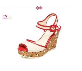 🚚 Daphne/達芙妮Hellokitty高坡跟牛仔布丁字扣魚嘴涼鞋 全網最低價
