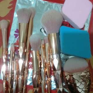 10 brush make up +  2 new sponge makeup