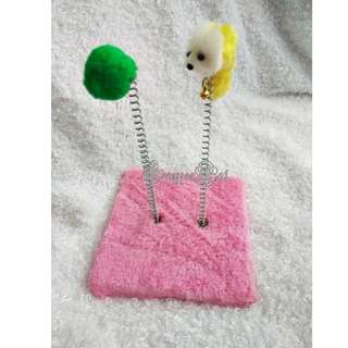 Square cat scratcher with double spring mouse 双弹簧正方形猫抓板