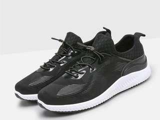 👦#韓版男士休閒慢跑鞋👦$790 👦#輕量,鞋面防水,透氣,舒適👦 👦#顏色:黑色👦 👦#尺碼:41. 42. 43. 44👦