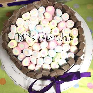 KITKAT BORDERED CAKE w/ MARSHMALLOWS
