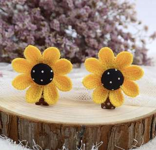 Sunflower hair clips 1 pair BN