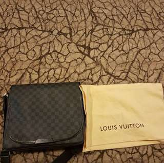 Louis Vuitton Damier Slingbag