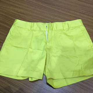 Celana pendek bahan