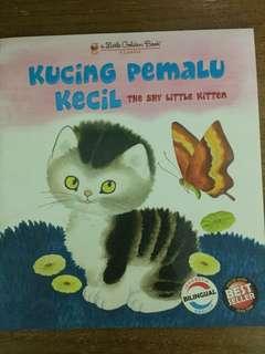 Kucing pemalu kecil