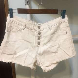 🚚 白色排扣短褲