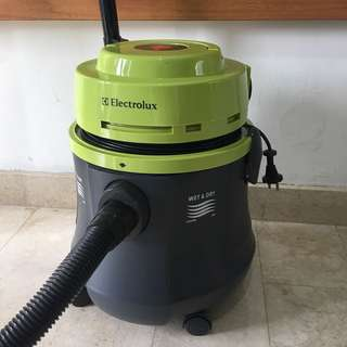 Vacuum cleaner electrolux wet dry flexio z803