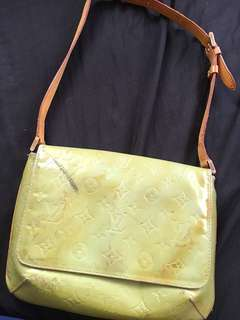 Authentic LV mussette vernis with date code