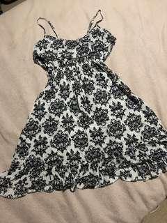 Black/white short singlet dress