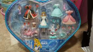 Alice in Wonderland collectible (incomplete)