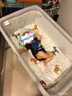 chicco 可攜式嬰兒床邊床 灰色
