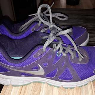 Nike Running Shoes Size 6W US