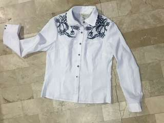 Long sleeve with embroidery