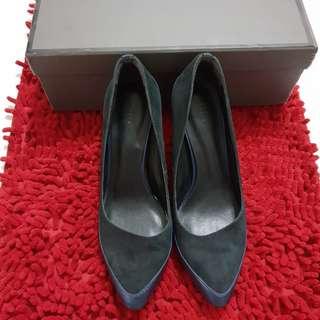 Preloved PEDRO black heels