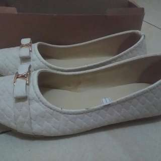 Tavano flat shoes putih