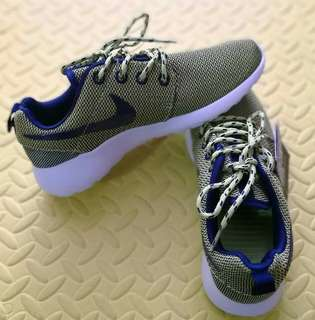BRAND NEW Nike Roshe Run