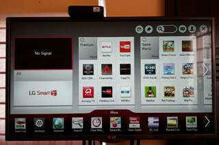 "For Sale : LG 32"" Smart TV / LED/ Full HD"