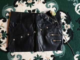 Palda Short (Black Leather)