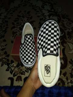 Sepatu Vans slip on checker board