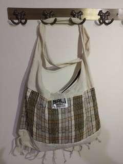 便宜賣 巴厘島 帶回手工 側肩包150 元 僅有一隻,買到賺到