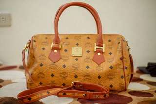 Authentic preloved MCM Bandouliere 35