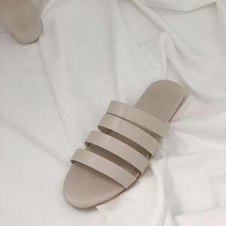 🚚 杏白四環拖鞋