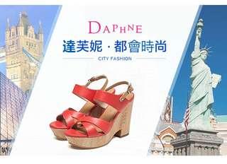 🚚 Daphne/達芙妮夏坡跟木紋防水台露趾一字扣女涼鞋 挑戰全網最低價