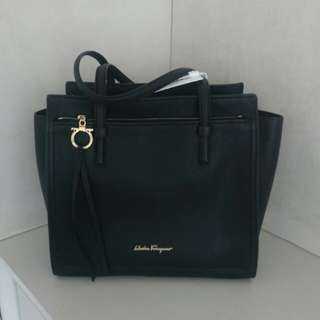 Salvatore Ferragamo amy bag 手袋 可放A4