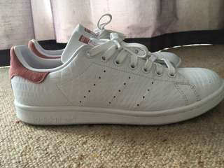 Adidas Stan Smith US 9. No box. Excellent condition 9.8/10. Used once. RFS: too big