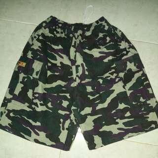 Celana pendek Army cowok