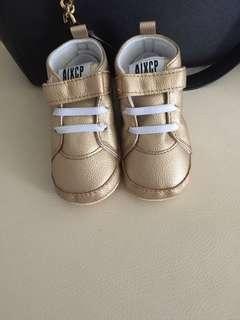 Sepatu baby gold