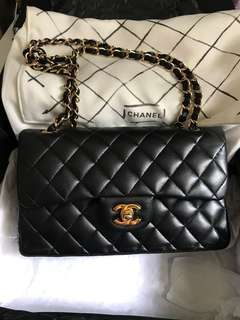 Chanel Classic flap small 23cm not medium 想換深色牛皮mini cf 20cm