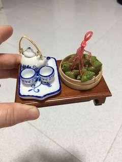Miniature teapot set & wooden table