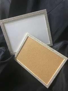 Shimmering whiteboard/corkboard