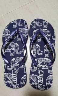 Comfy havianas replica sandals.