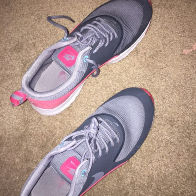 Air max Thea size 8 Red/grey Sneakers Running Shoes