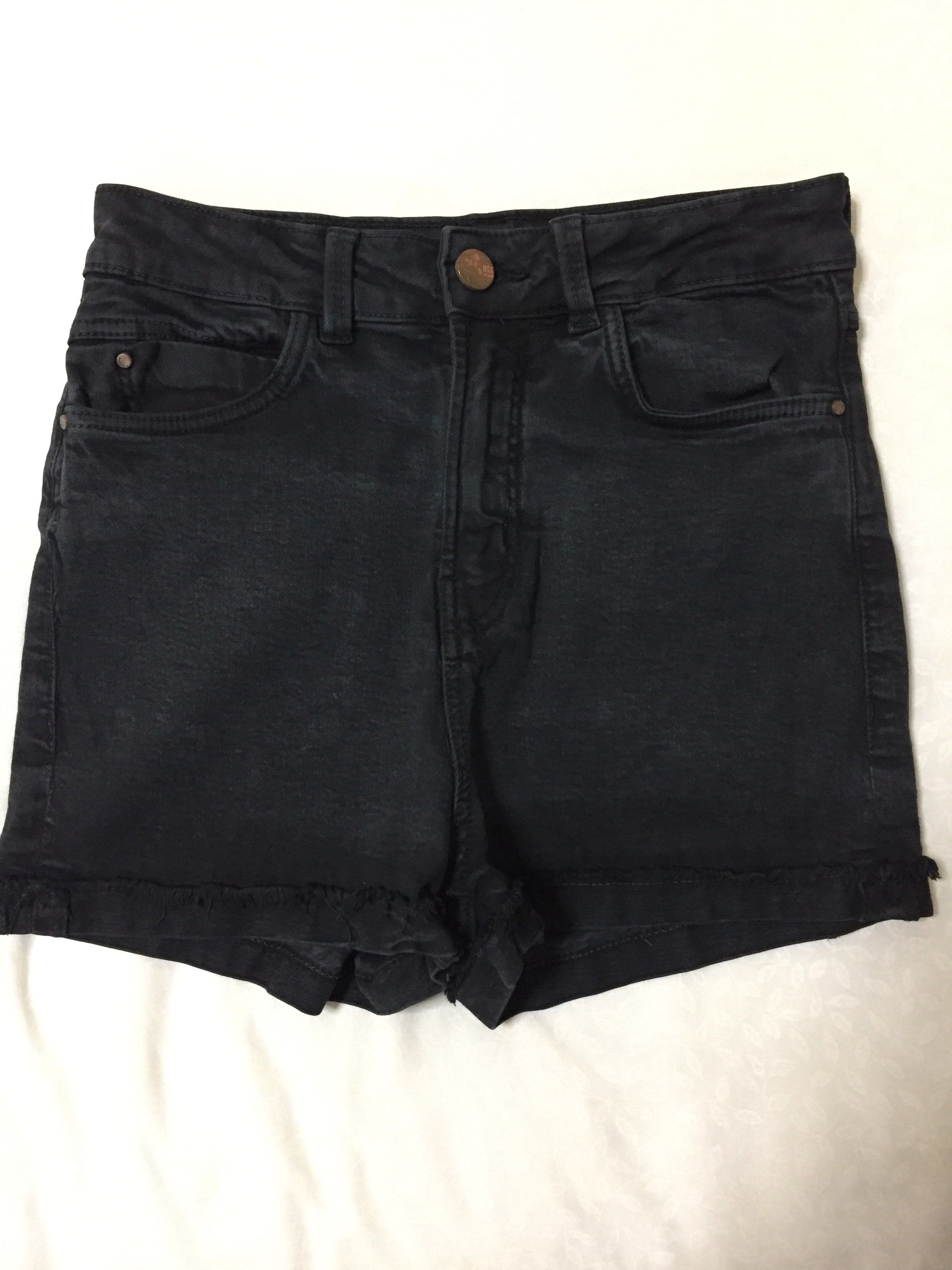 343c5619c4bf bershka black high waisted denim shorts, Women's Fashion, Clothes ...