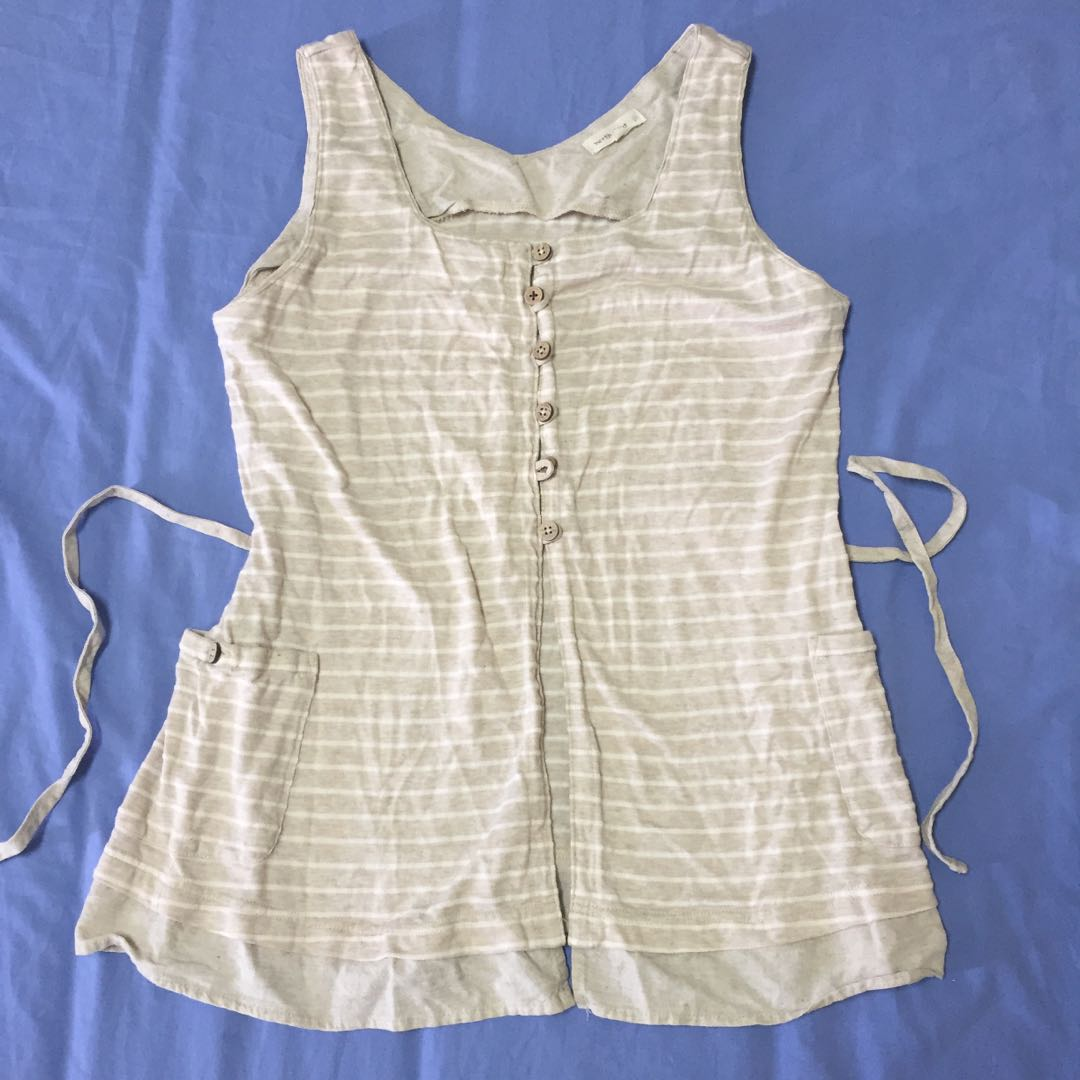 Blouse sleeveless khaki