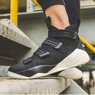Nike lebron black white 897647-004