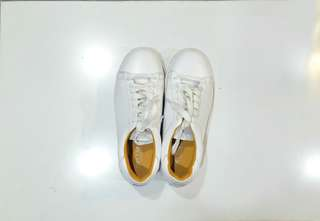 Size 6 | Rare Authentic Jimy Carat's White Sneakers