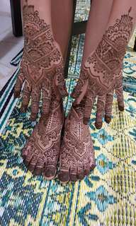 Apply henna/mehandi