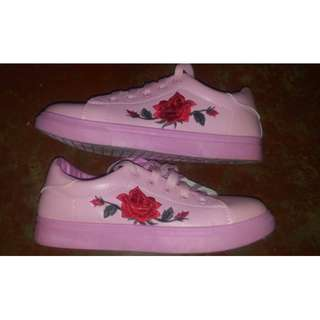 Pink Korean Embroidered Shoes (Size 8-8 1/2)