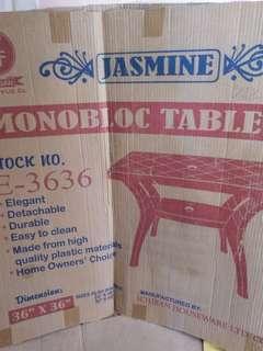 Monobloc table