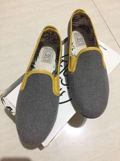sepatu flossy