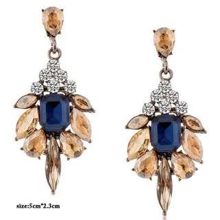 Teardrop shaped women earrings