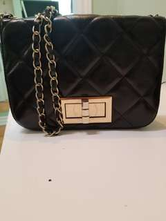 Quilted black bag with chain